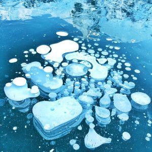 #iPhoneonly Ice bubbles at Joffre Lake. Fun mountain mission with @victoriafarrand @snowood @artemisiamartin @petedobesch and the doggies. #exploreBC #beautifulBC #pemberton
