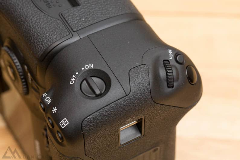 7d-mark-2-battery-grip-bge16-0