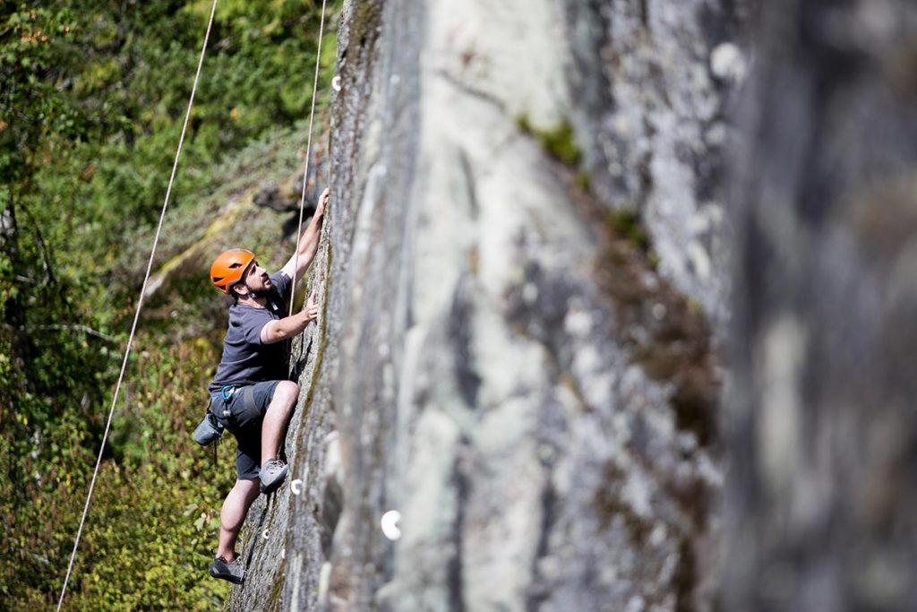 dan-carr-climbing